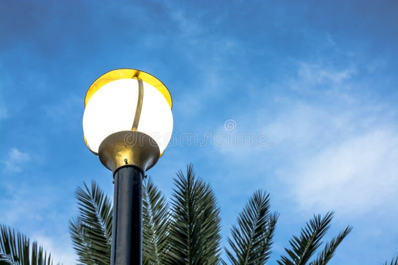 Уличный фонарь или уличный свет стоковое изображение
