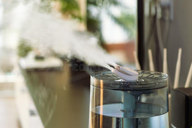Ультразвуковой крутой увлажнитель тумана стоковые фото