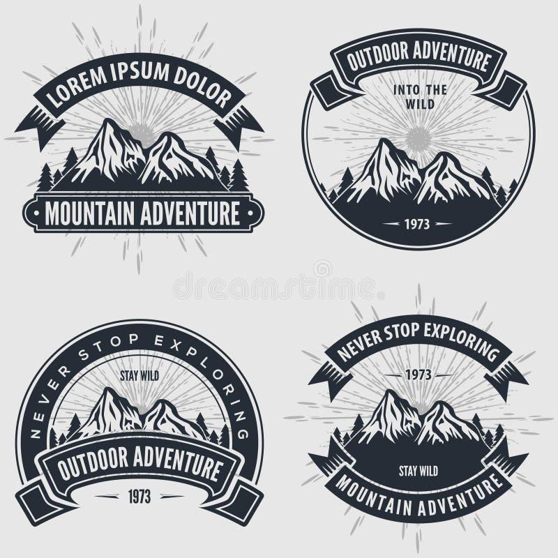 Установите ярлыков, значков, логотипов или эмблем приключения горы винтажных иллюстрация вектора