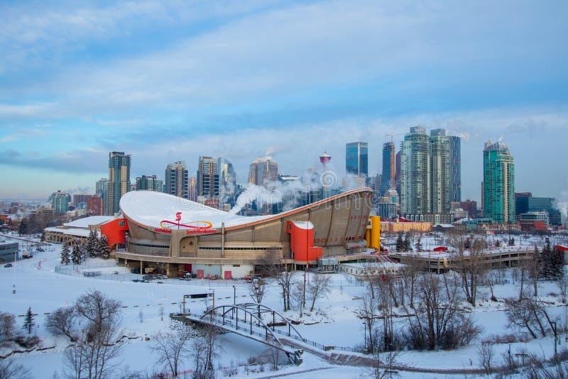 Утро на закоптелом Калгари, перемещение Альберта зимы, Канада, Nort Америка, ледовитая зима, весьма погода, покрытая под снегом стоковые фото