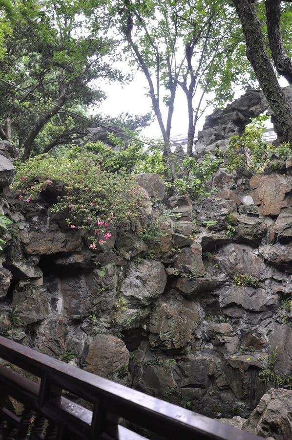 Шанхай, 2-ое может: Ландшафт Rockery от известного сада Yu в центре города Шанхая стоковые изображения rf