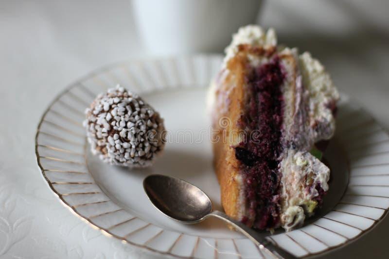 Шарик торта и шоколада стоковая фотография