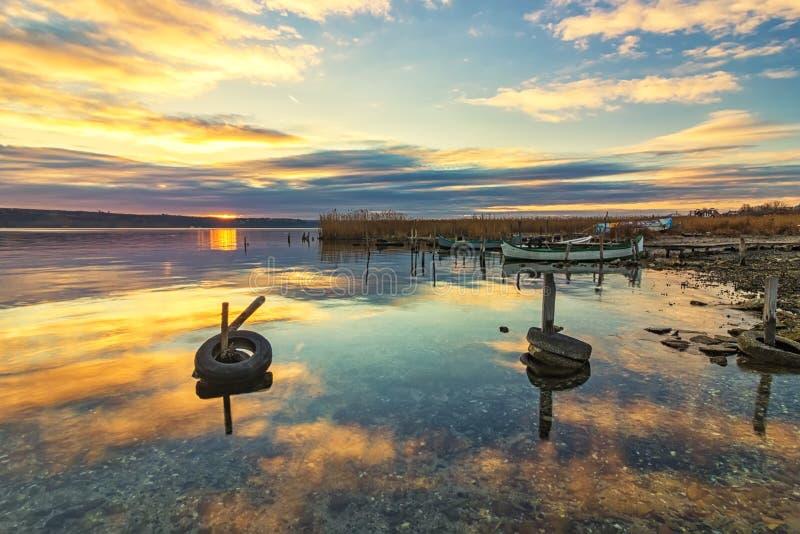 Штиль и настроение над озером стоковое фото rf