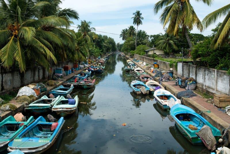 Шри-Ланка, Negombo 15-ое мая 2018: Голландский канал со шлюпками стоковая фотография rf