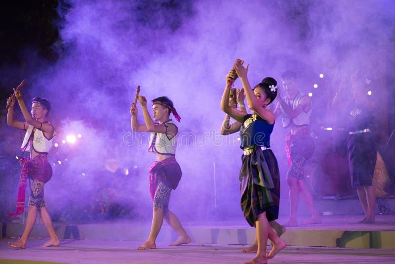 фото фиеста тайланд лице исполнительницы читаются