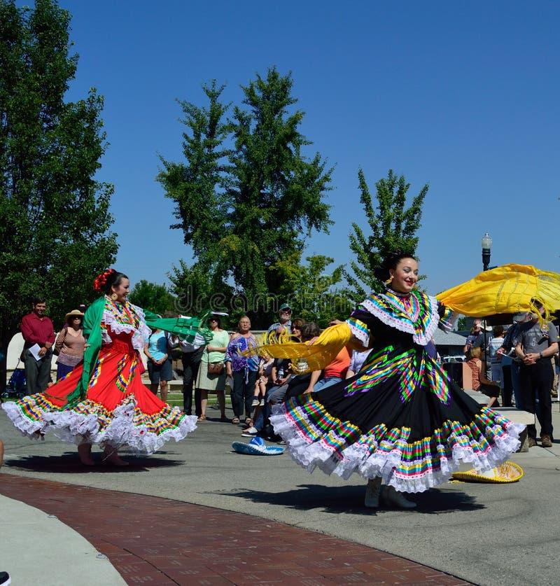 Танцоры Boise Айдахо красивых женщин мексиканские фольклорные стоковое изображение rf