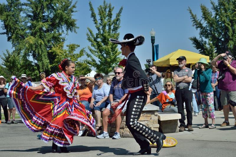 Танцоры Boise Айдахо человека и женщины мексиканские фольклорные стоковые фото