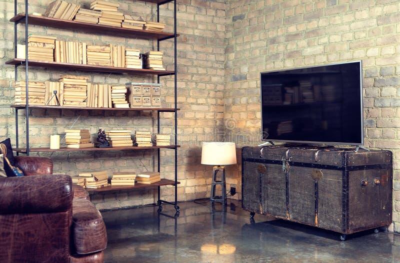 ТВ в интерьере в ретро стиле на комоде стоковое изображение
