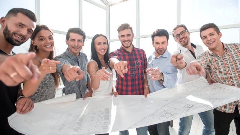 Творческая проектная группа, показывая на вас стоковые изображения