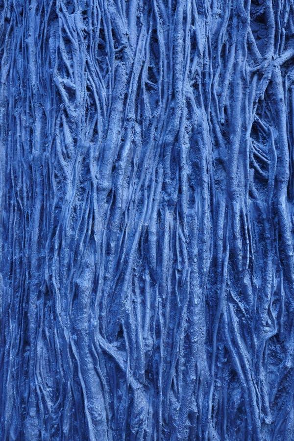 Текстурированная голубая предпосылка с корнями дерева формирует Поверхность конспекта природы стоковое фото rf