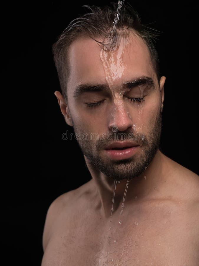 Тело человека Портрет красивого сексуального молодого Гай стоковые изображения rf
