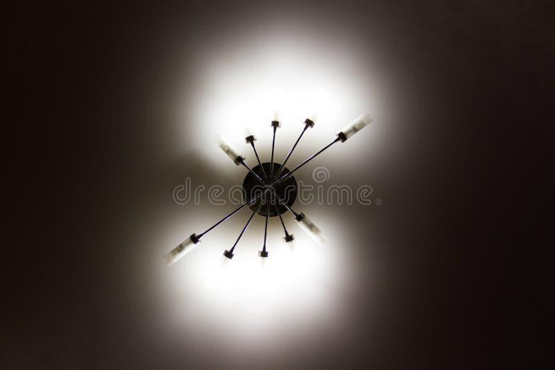 темный блеск на потолке стоковое фото