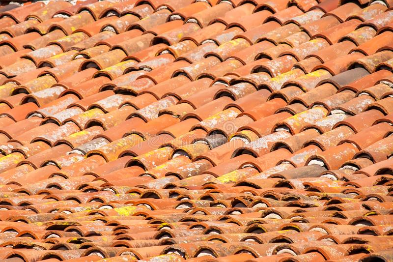 Терракотовая крыша миссии стоковое фото rf