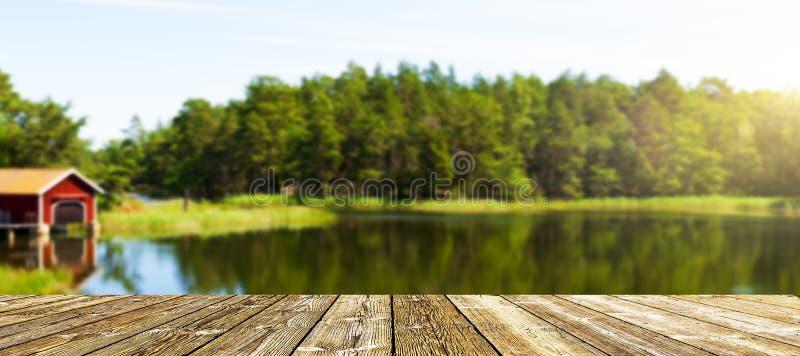 Терраса на шведском озере стоковое изображение rf