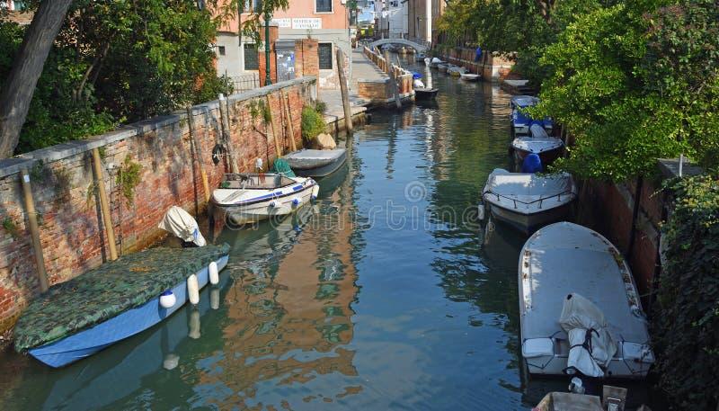 Тихий канал со шлюпками Венецией стоковое фото rf
