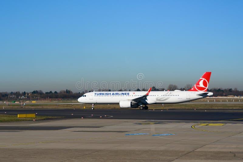 Турецкий аэробус A321 авиакомпании на земле аэропорта стоковые изображения rf
