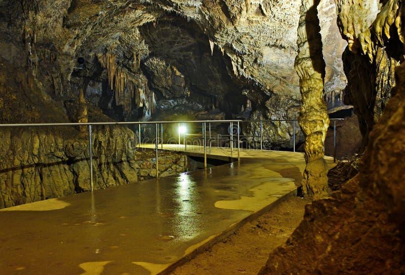 Туристский путь в пещере Aggtelek dripstone, Венгрии стоковые изображения