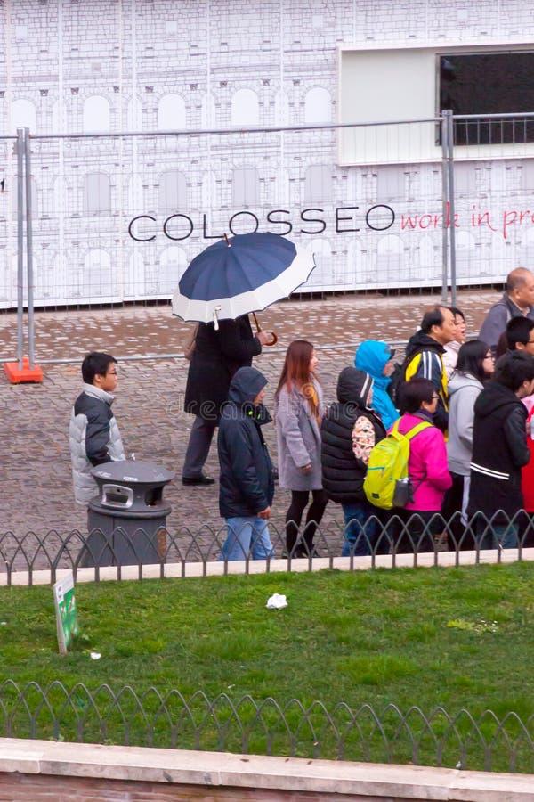 Туристы на Colosseum стоковые фотографии rf