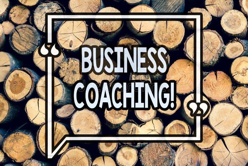 Тренировать дела показа примечания сочинительства Специалист фото дела showcasing советуя с ваше улучшение опыта поля деревянное стоковое фото