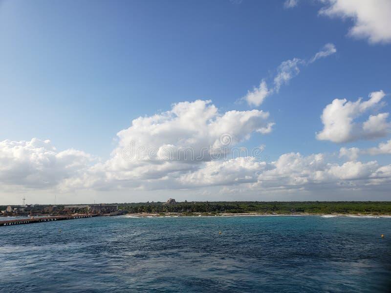 тропический ландшафт майяского побережья, в мексиканском карибском море стоковые изображения