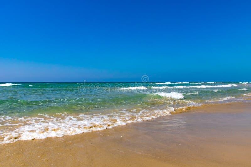 Тропический пляжный комплекс для ослабляет Океанская волна Волны берега моря стоковая фотография rf