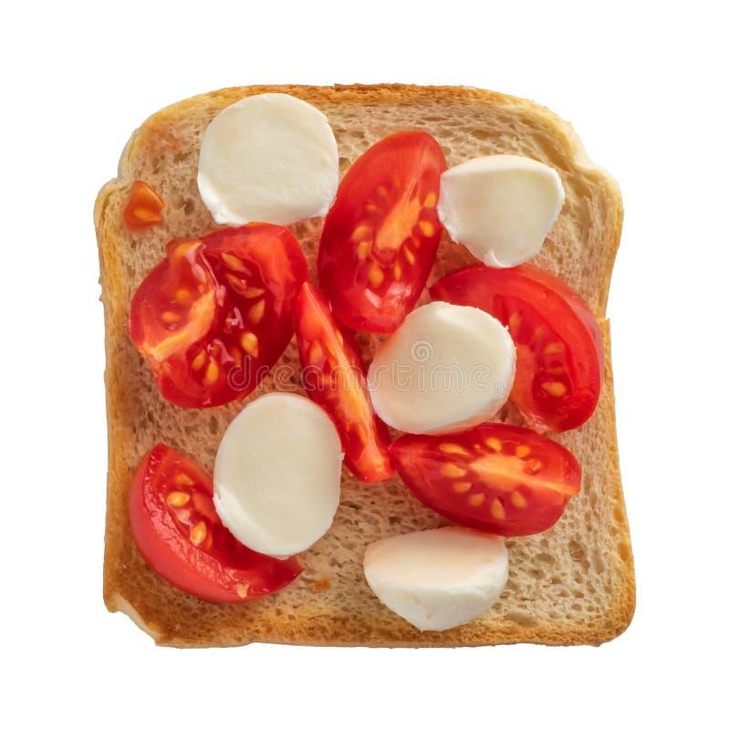 Тост с томатом и моццареллой на белой предпосылке стоковые фотографии rf