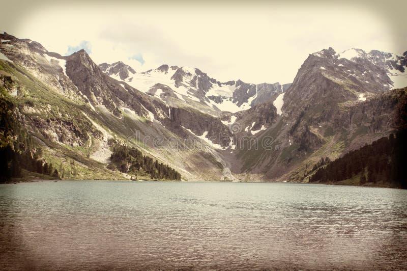 Фантастическое озеро горы в национальном парке стоковая фотография rf