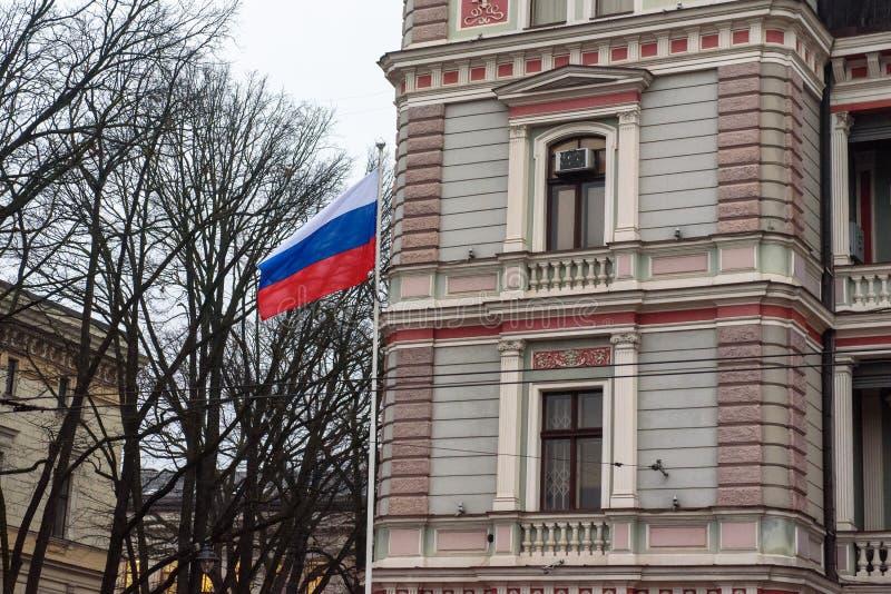 Флаг России перед посольством России в Риге, Латвии стоковое фото rf