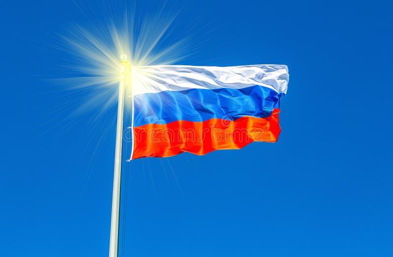 Флаг России развевая в ветре против неба стоковые фотографии rf