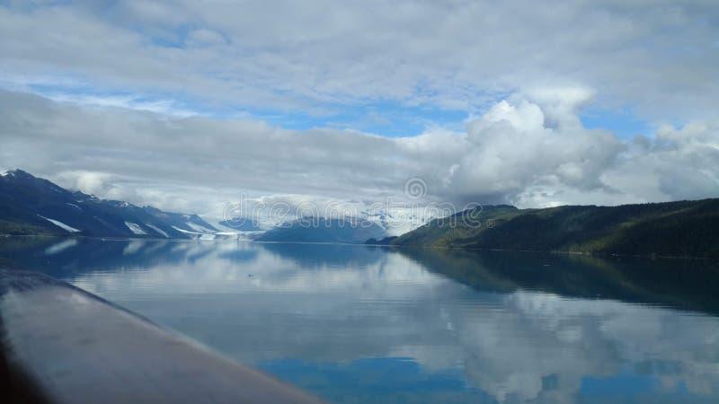 Фьорд Аляска коллежа ледника Гарвард Большой ледник сползая в Тихий океан в Аляске стоковые фото