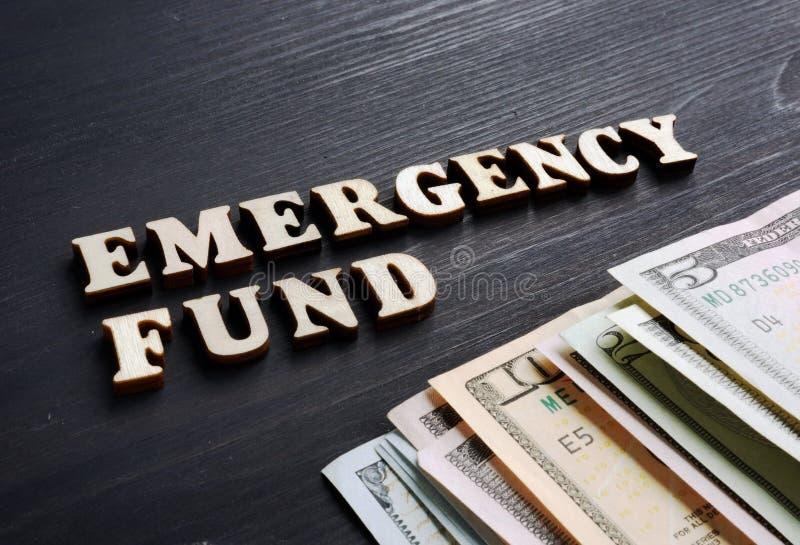 Фонд на случай чрезвычайных обстоятельств от деревянных писем стоковое изображение rf