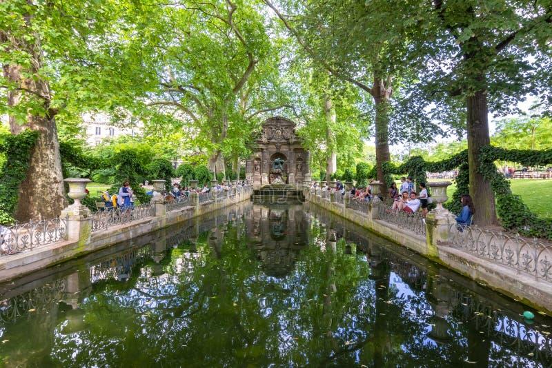 Фонтан в Люксембургских садах, Париж Medici, Франция стоковое фото rf