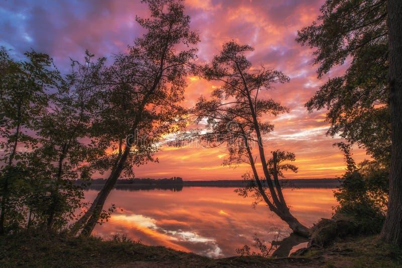 цветасто над восходом солнца моря стоковое фото