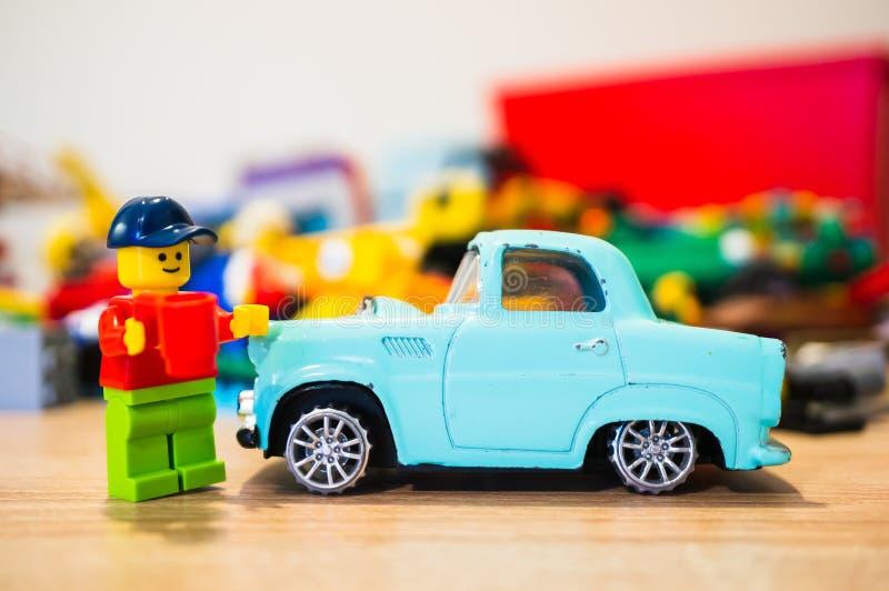 Человек и автомобиль Lego стоковая фотография rf