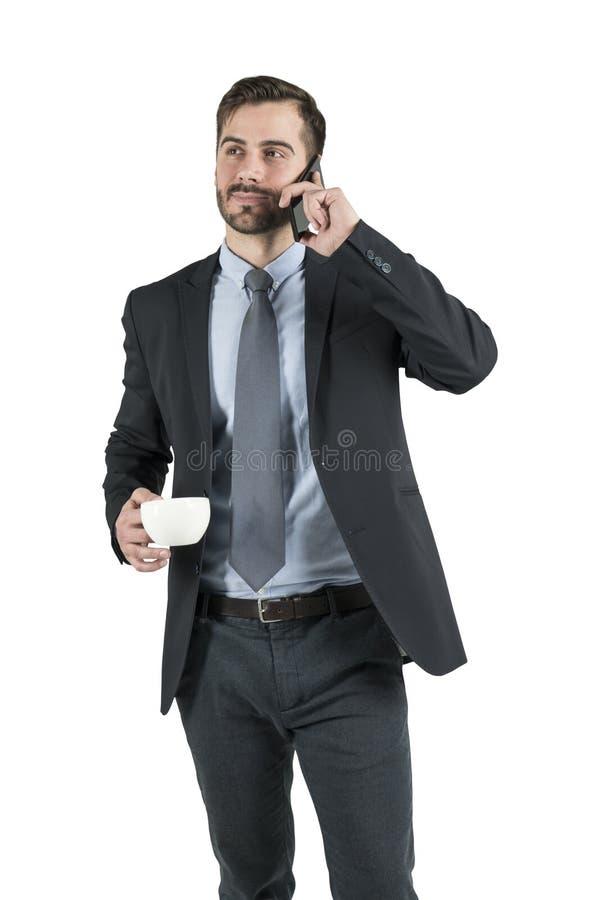 Человек с кофе используя изолированный смартфон, стоковая фотография rf