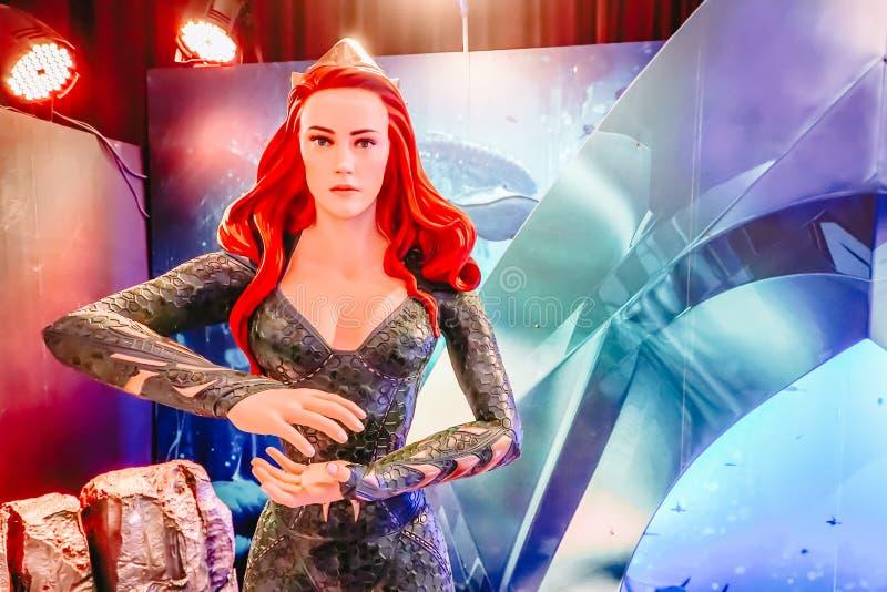 Человеческая статуя размера комического персонажа Mera Амбер DC услышала на Standee фильма Aquaman стоковое фото