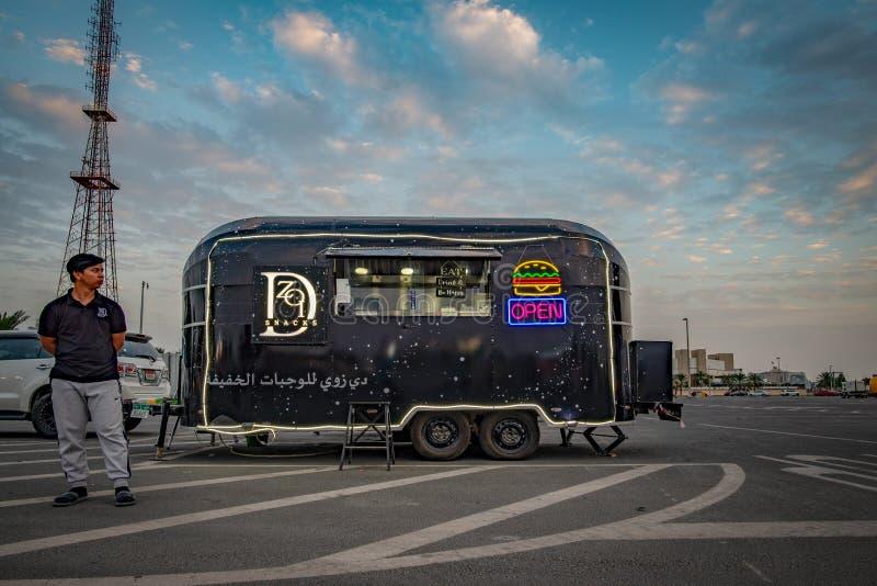 Черная тележка еды, Абу-Даби стоковые фото