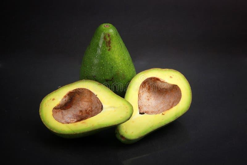 Черный изолированный авокадо предпосылки стоковое изображение rf