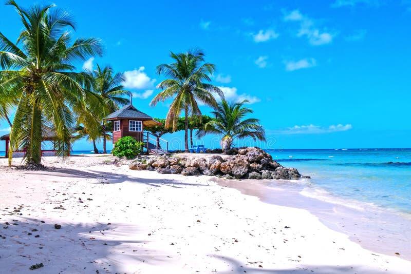 Хижина предохранителя жизни на пляже стоковое изображение