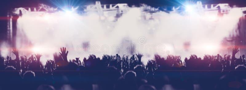Развлечения живой музыки и ночи стоковое изображение rf