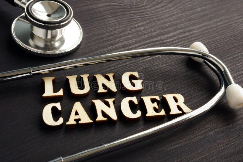 Рак легких и стетоскоп диагноза стоковая фотография rf