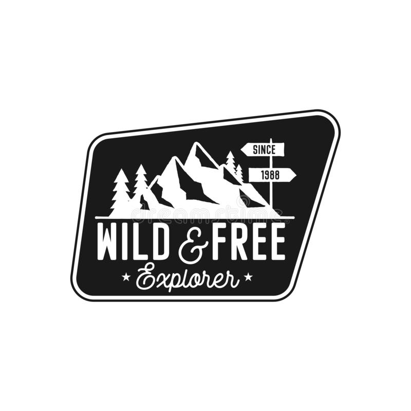 Располагаясь лагерем значок, цитата заплаты приключения - дикая и свободная исследователя Логотип перемещения Moutnain в monochro бесплатная иллюстрация