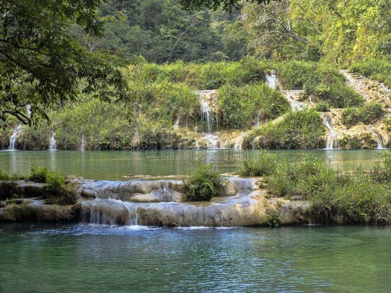 Река Cahabon, формирует многочисленные каскады, champey Semuc, Гватемалу стоковая фотография