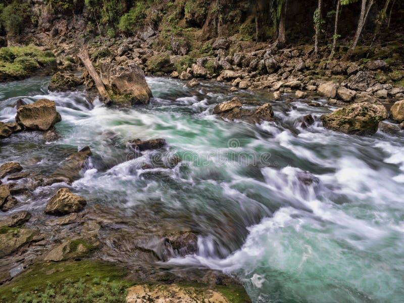 Река Cahabon, формирует многочисленные каскады, champey Semuc, Гватемалу стоковое фото