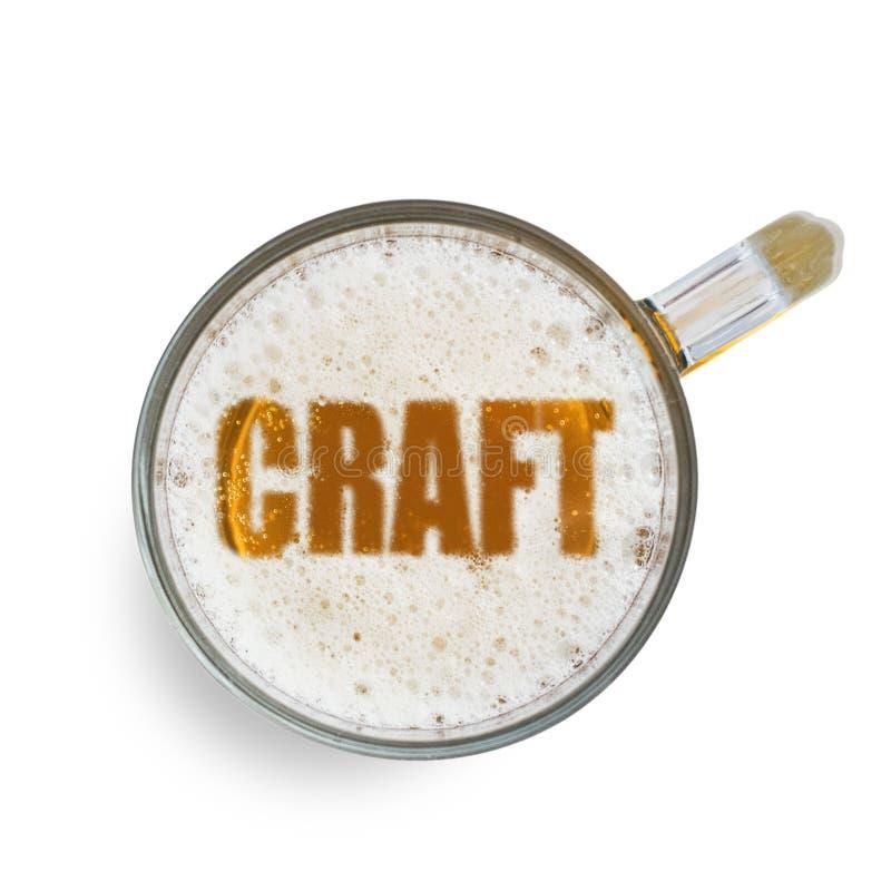 Ремесло надписи на пене пива в стекле изолированном на белой предпосылке Взгляд сверху иллюстрация штока