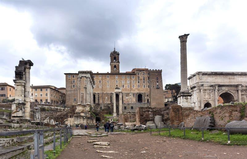 Римский форум, старые руины, здание капитолия стоковые фотографии rf