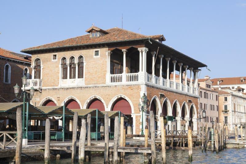 Рынок Rialto, поло Сан, большой канал, Венеция, венето, Италия рано утром стоковые фотографии rf
