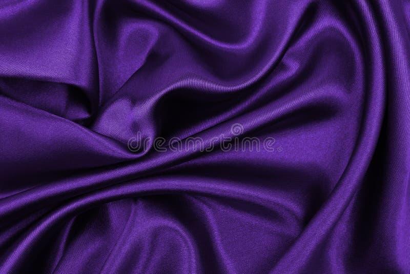 Ровная элегантная текстура ткани шелка или сатинировки сирени роскошная как абстрактная предпосылка Роскошный дизайн предпосылки стоковая фотография rf