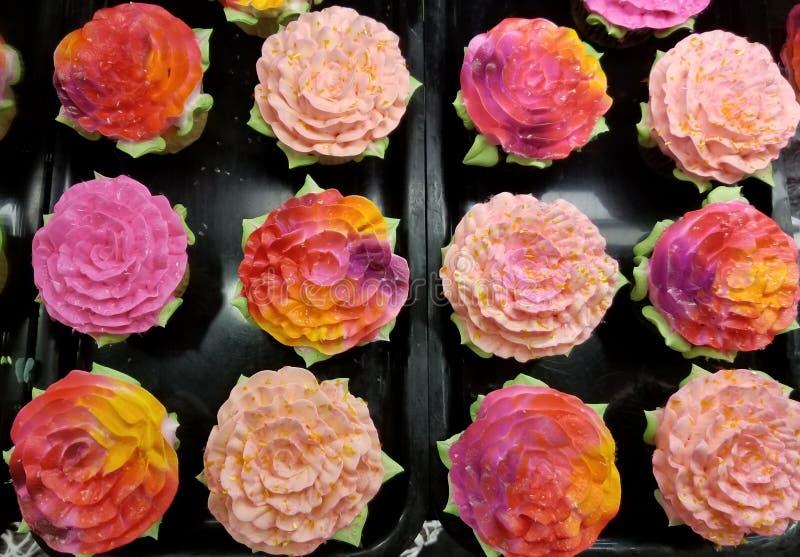 Розы воротника пирожных тортов полные стоковая фотография