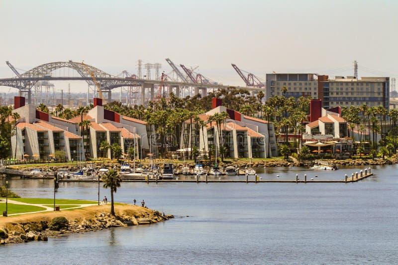 Роскошные тропические жилые кварталы портового района стоковое изображение